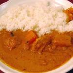 ハッシュドビーフ・キーマカレー(辛口)、マレーシア風チキンカレー(辛口)